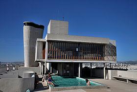 280px-Marseille_la_terrasse_de_la_citée_radieuse